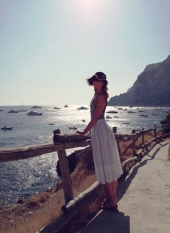Beachwear: PETIT BATEAU Skirt: PHILOSOPHY BY LORENZO SERAFINI Sandal: MASTRO POSITANO