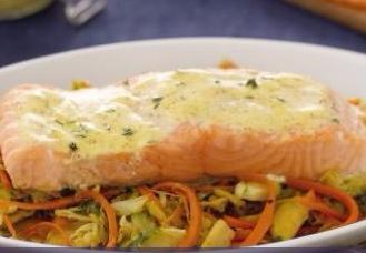 Salmone al forno carote e porri